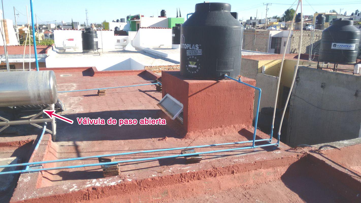 Solucionado boiler y calentador solar mal instalados for Mueble para calentador de agua