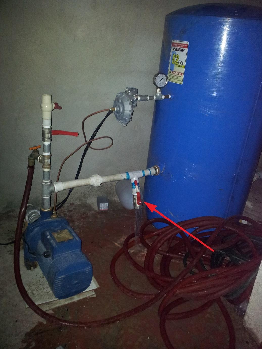 Tanque de presion se inunda siempre yoreparo for Tanque pulmon de agua