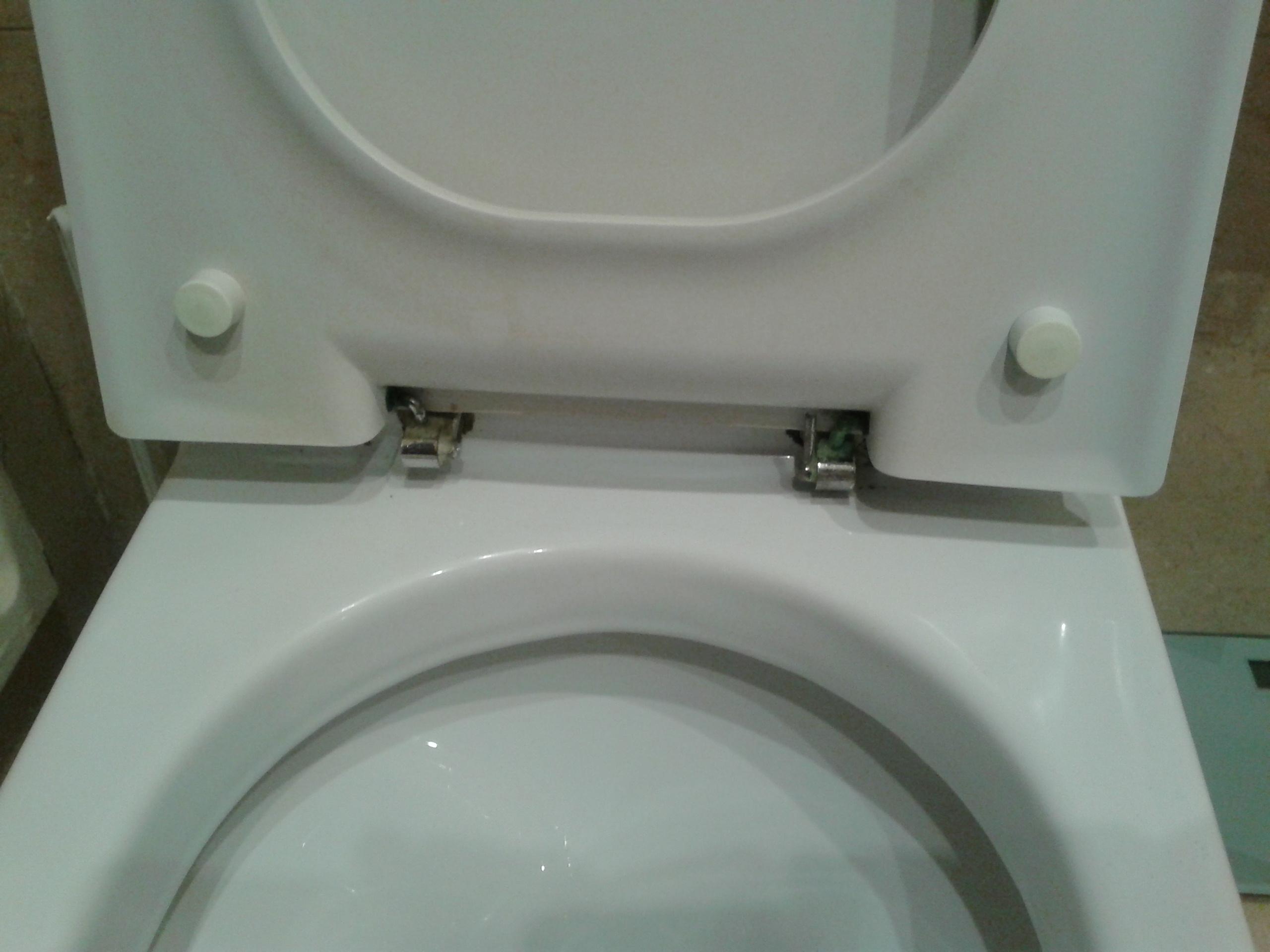 Cambiar asiento y tapa inodoro teka antiguo yoreparo for Cambiar tapa wc