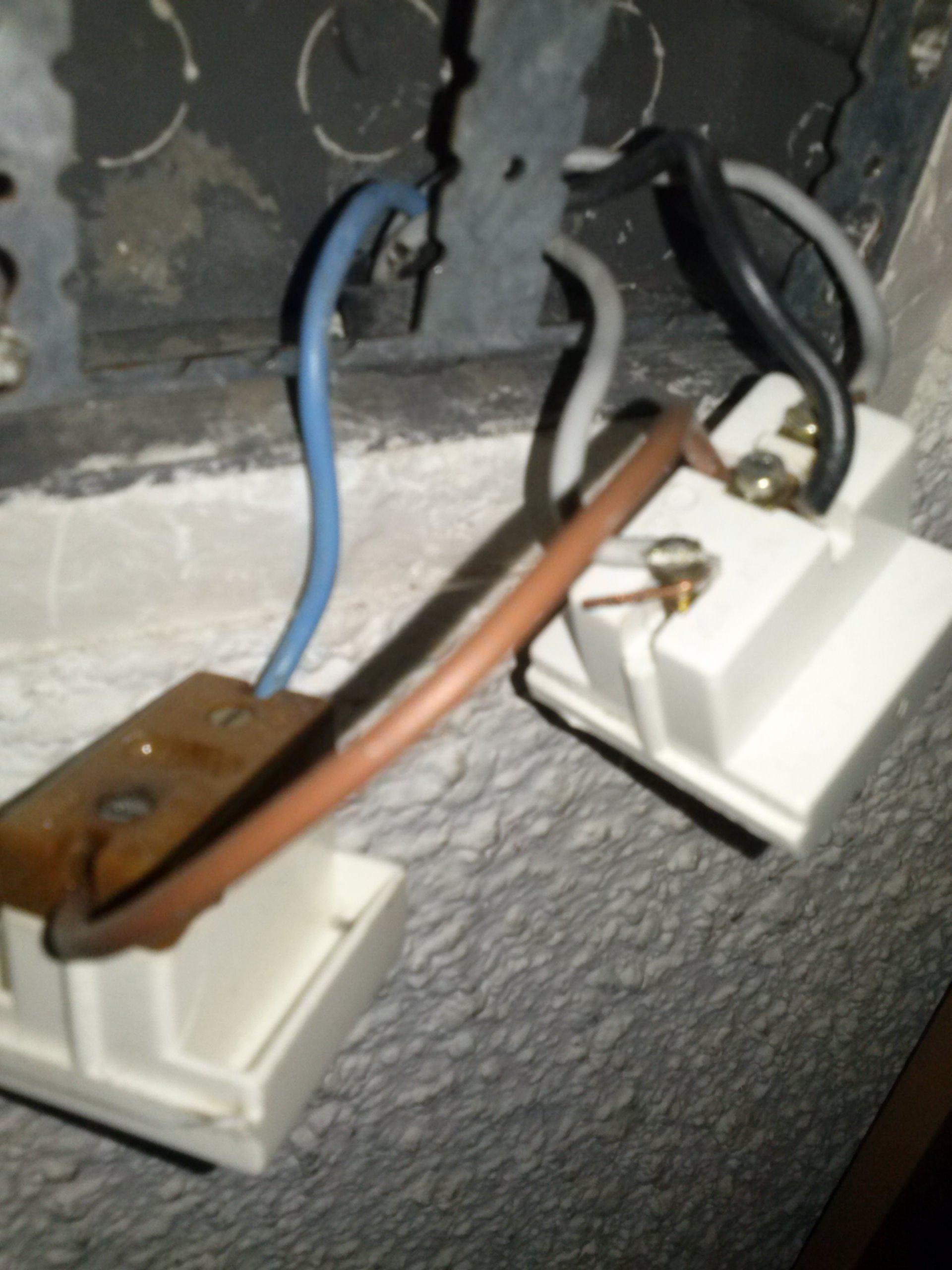 1punto de luz 2 interruptores 1 enchufe yoreparo - Enchufe y interruptor ...