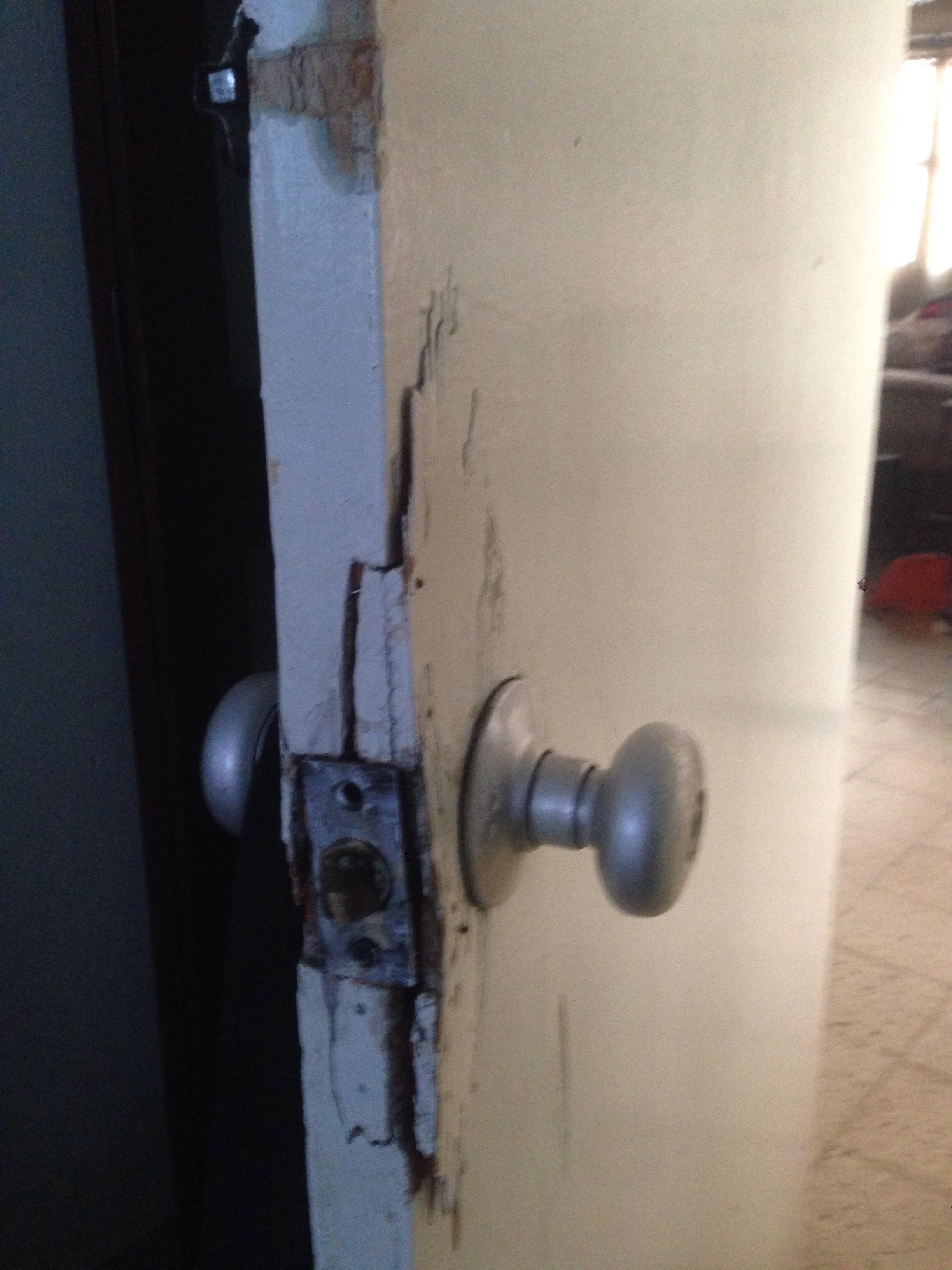 Carpinteria puerta de madera rota yoreparo for Como hacer una puerta de tambor