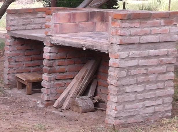 Cerramiento de parrilla con ladrillos yoreparo for Como hacer una pileta de ladrillos